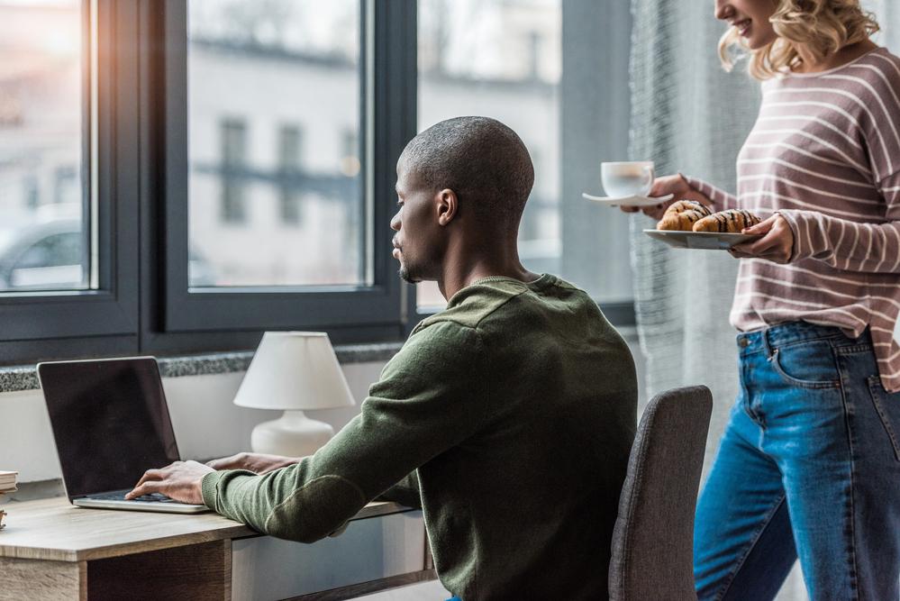 Como atender seus clientes de marketing home office de forma segura (Foto: Depositphotos_174549242_s-2019)